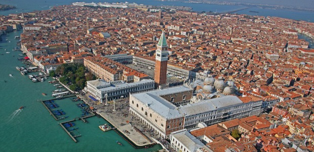Spruzza spray urticante in vaporetto a Venezia