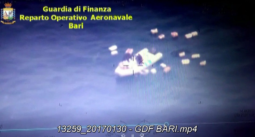 La Guardia di Finanza sequestra 500 kg di marijuana nel Basso Adriatico (VIDEO)