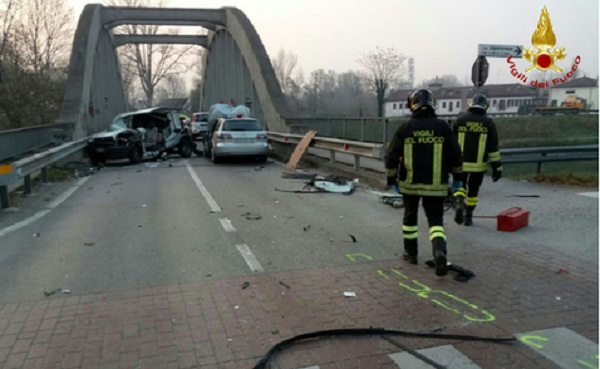 Tragico incidente a Padova: barra di un camion scoperchia tre auto